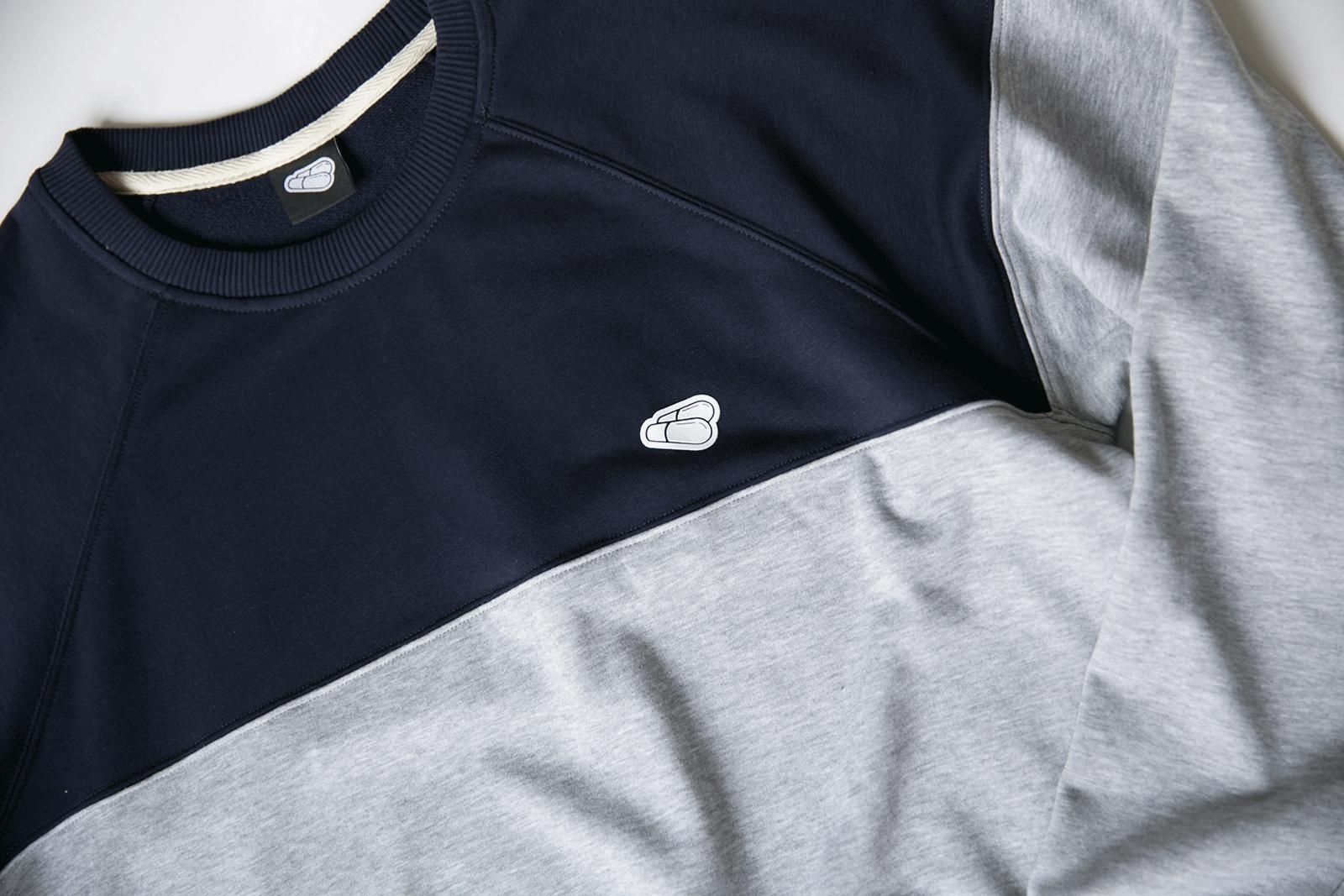 Детали логотипа на свитшоте DUAL сино-серого цвета PILLS WHEELS