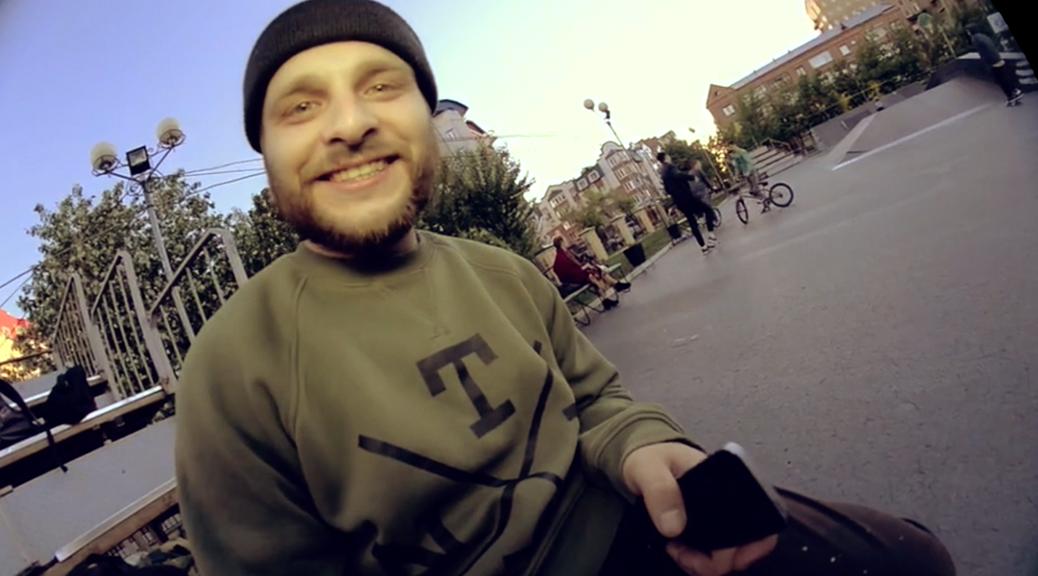 Тимофей Люляков улыбается